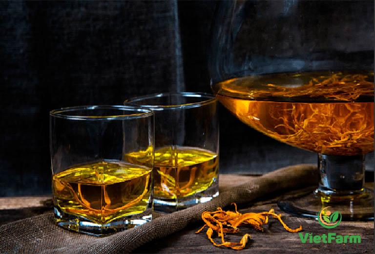 Có thể sử dụng trùng thảo khô hoặc tươi để ngâm rượu