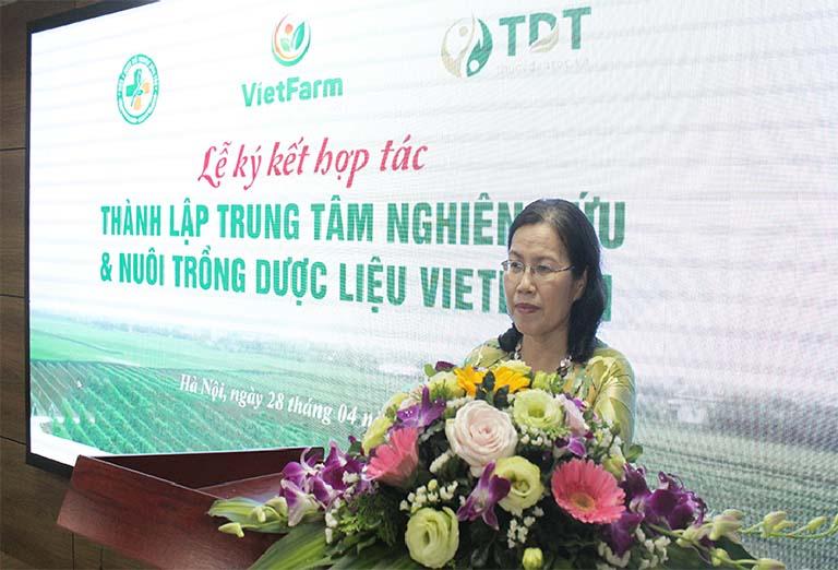 Tiên sĩ- Bác sĩ Vân Anh phát biểu tại buổi lễ