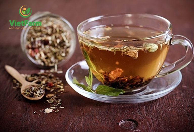 Uống trà bản lam căn chữa hôi miệng, nhiệt miệng