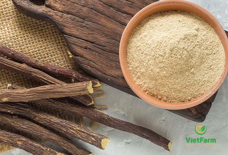 Uống bột cam thảo và nước cốt chanh để trị ho lâu ngày