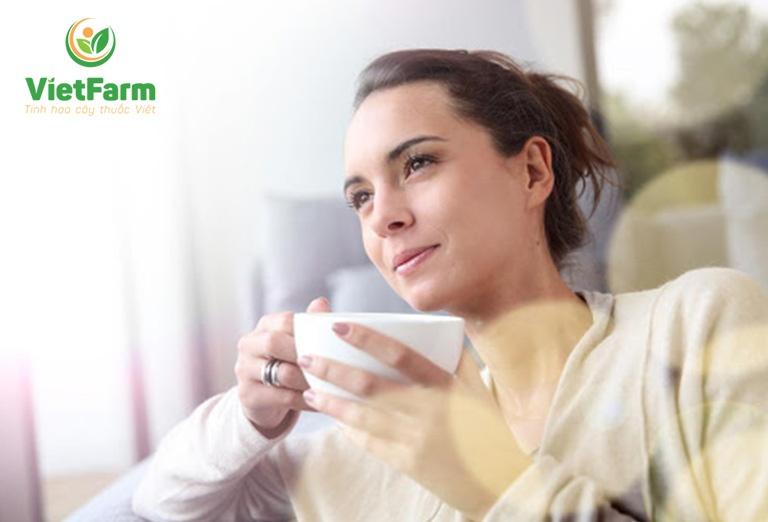 Chị em uống trà hoa hồng mỗi ngày để sở hữu làn da mịn màng, căng bóng