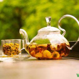 Trà hoa cúc là thức trà được hãm bởi hoa cúc khô