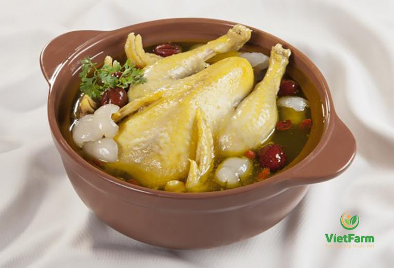 Món gà hầm thảo dược giúp điều hoà kinh nguyệt, tốt cho phụ nữ tiền mãn kinh