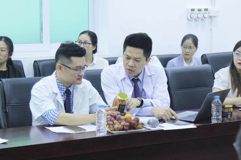 Các chuyên gia của hội đồng nghiên cứu cấp cao thảo luận về đông trùng hạ thảo Vietfarm