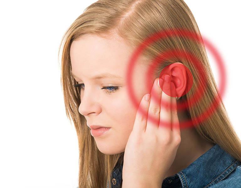 Thủng màng nhĩ là tình trạng xuất hiện lỗ nhỏ hoặc vết rách ở màng nhĩ
