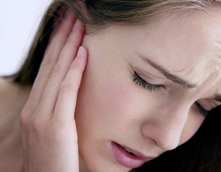 Đau tai là một trong những triệu chứng của căn bệnh