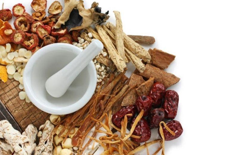 Trong Đông y có rất nhiều bài thuốc để điều trị cũng như hỗ trợ người bị ù tai