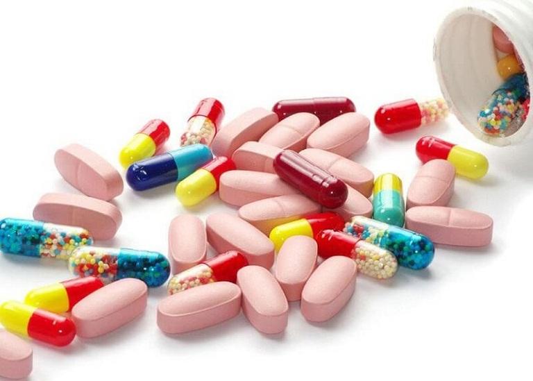 Điều trị bằng Tây y sẽ tập trung làm giảm các triệu chứng bệnh