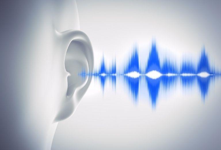 Tai bị ù là khi người bệnh cảm thấy và nghe thấy những âm thanh lạ ở trong tai