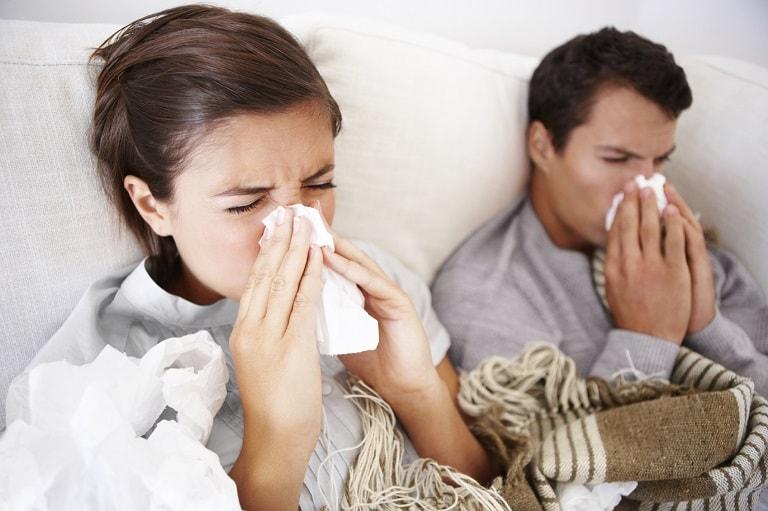 Người bệnh viêm xoang sàng thường chảy dịch mũi vàng hoặc xanh