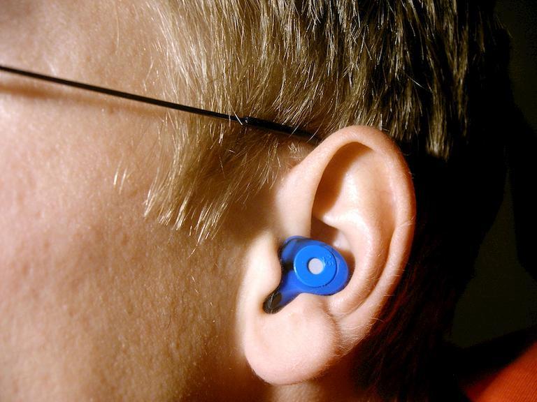 Nút tai - Dụng cụ chống ù tai không thể thiếu khi đi máy bay