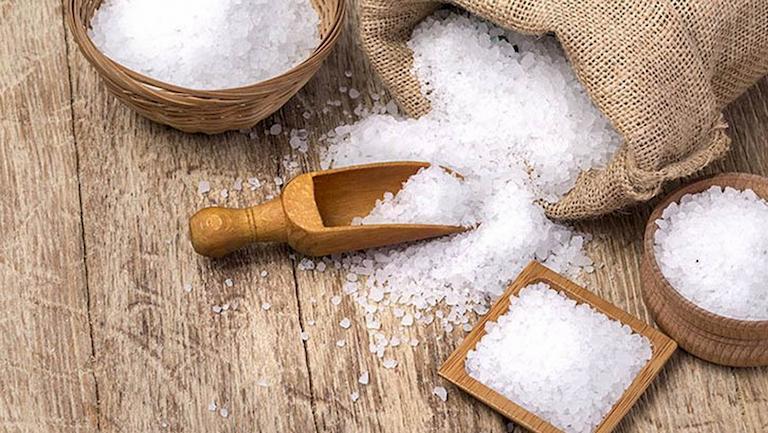Có thể dùng muối hạt làm giảm chứng ù tai sau khi đi máy bay