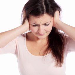 Khi bị cảm có thể xuất hiện triệu chứng ù tai