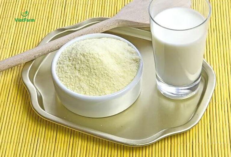 Uống sữa pha bột cỏ chân vịt giúp tăng cường sinh lý hiệu quả