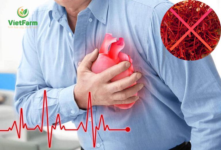 Saffron chống chỉ định với những người đang điều trị bệnh tim mạch