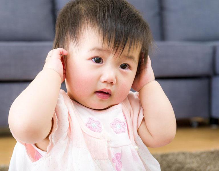 Thủng màng nhĩ ở trẻ em là tình trạng xuất hiện vết rách ở màng nhĩ