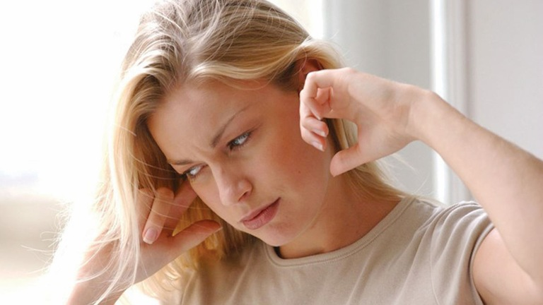 Ù tai trái theo tâm linh là điềm báo một sự kiện nào đó sắp sảy ra trong tương lai