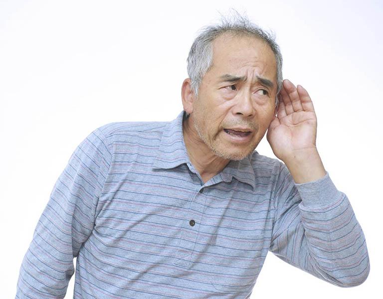 Bệnh ù tai trái thường dễ xảy ra với những người độ tuổi trên 60