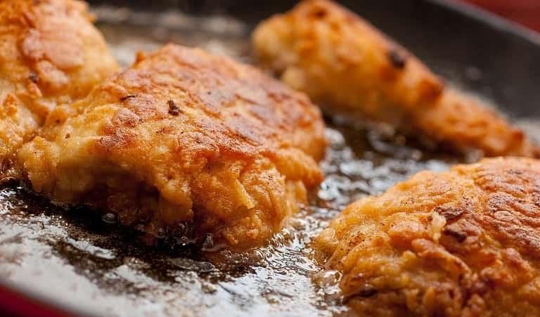 Tránh sử dụng các thực phẩm nhiều dầu mỡ để không gây trào ngược axit làm bệnh nặng