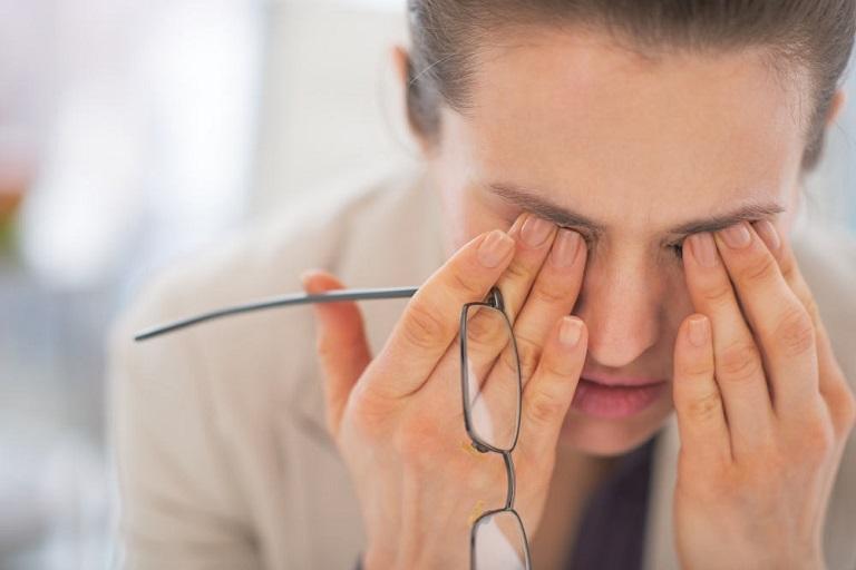 Thị giác bị ảnh hưởng là một trong những biến chứng nguy hiểm của viêm mũi xoang cấp