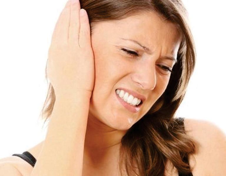 Viêm tai giữa ở người lớn là hiện tượng ống tai giữa bị tổn thương do vi khuẩn xâm nhập