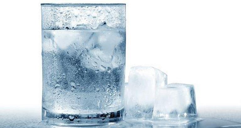 Uống nhiều nước lạnh làm tăng cao nguy cơ mắc viêm xoang hàm