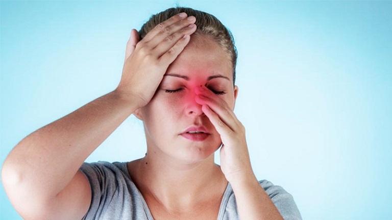Viêm xoang nhức đầu xuất phát từ nhiều nguyên nhân như thời tiết hay nhiễm virus