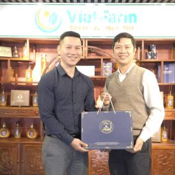 Bệnh viện Quân dân 102 lựa chọn set quà Đông trùng hạ thảo Vietfarm thời thượng cho mùa Tết Tân Sửu 2021