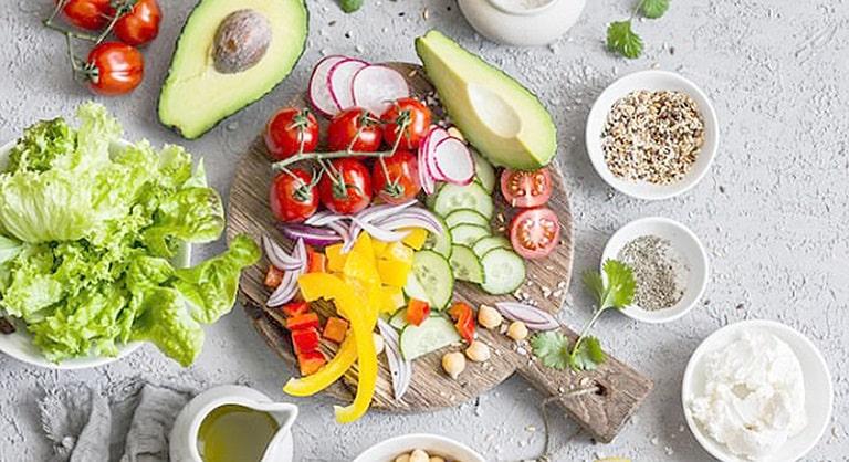 Sử dụng thức ăn hợp lý để tránh làm nặng tình trạng viêm