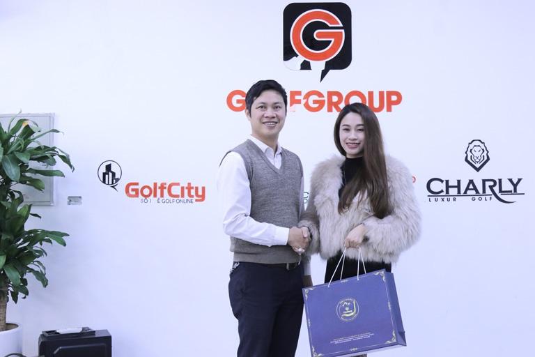 Phó Chủ tịch HDQT tập đoàn GolfGroup đánh giá cao các set quà Đông trùng hạ thảo Vietfarm