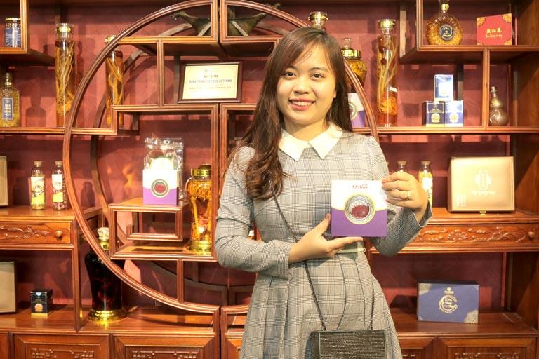 Chị Ngọc Bích hài lòng với chất lượng sản phẩm Saffron Vietfarm