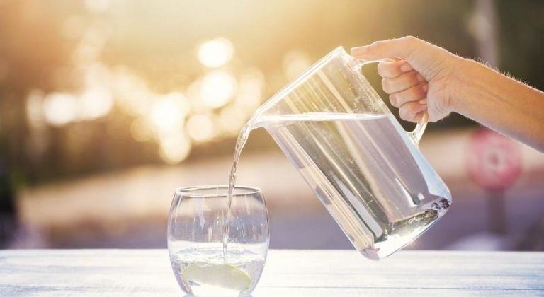 Tăng cường uống nhiều nước để cải thiện tình trạng