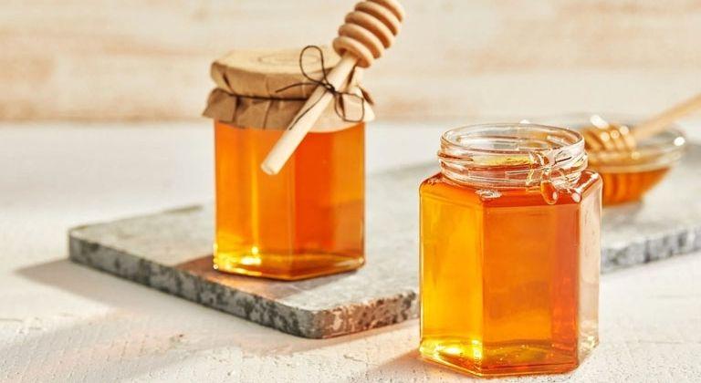 Sử dụng mật ong nguyên chất là phương pháp đơn giản nhất