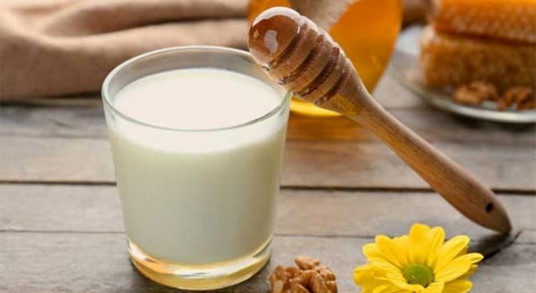 Sữa tươi và mật ong giúp đẩy lùi nhanh chóng các triệu chứng của bệnh