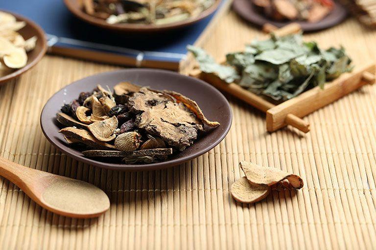 Những bài thuốc Đông y giúp điều trị bệnh từ tận gốc rễ