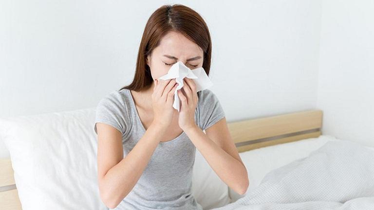 Những bệnh nhân bị mãn tính cũng sẽ xuất hiện các triệu chứng khó chịu