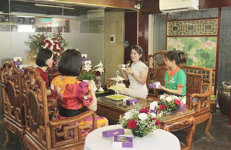 Đối tác thưởng thức trà Saffron Tây Ban Nha thượng hạng trong thời gian Teabreak