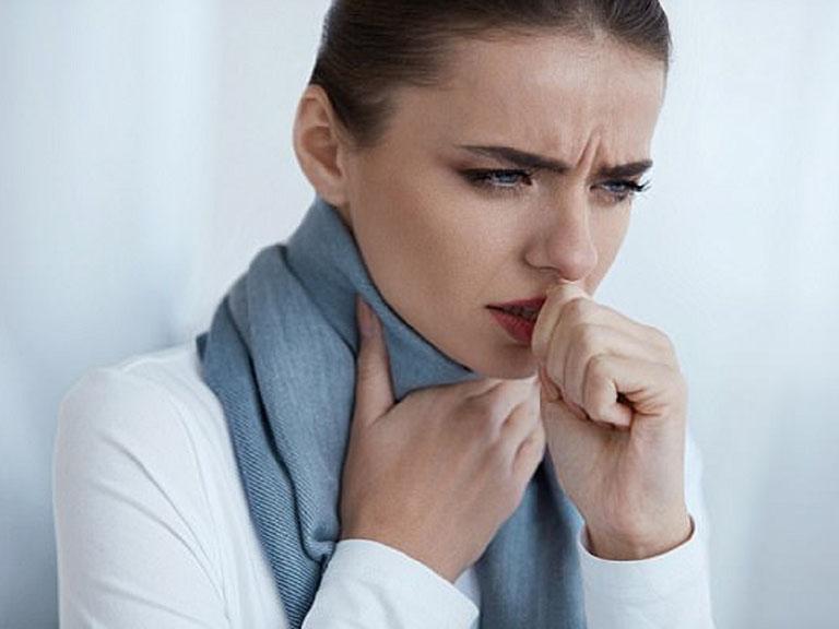 Người bệnh có thể bị đau họng, sưng hạch