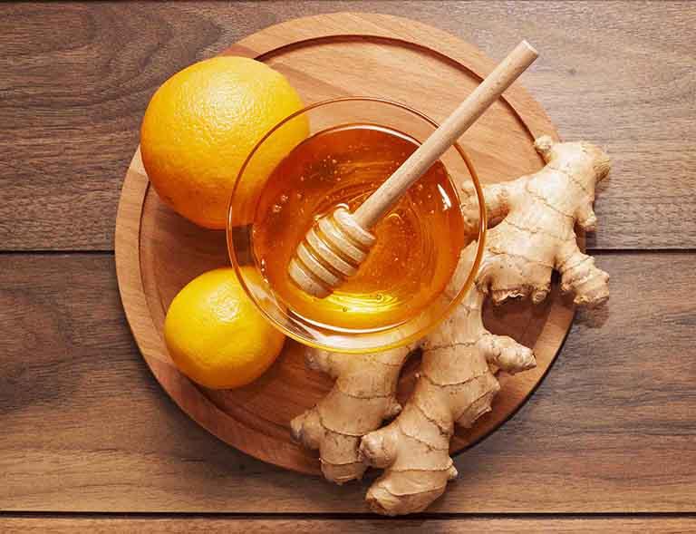 Mật ong và gừng có thể dùng để chữa viêm họng an toàn