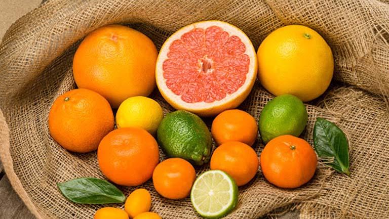 Mẹ bầu nên ăn nhiều cam, bưởi, thức ăn giàu vitamin C