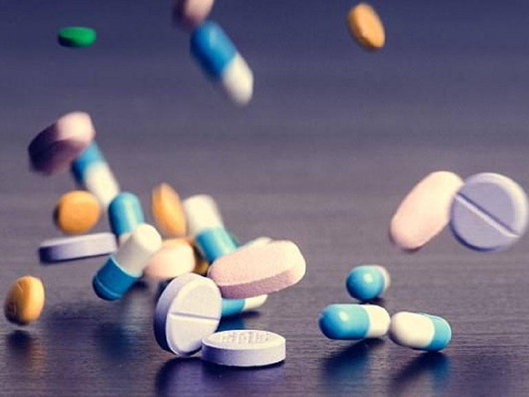 Dùng thuốc Tây điều trị cho bé cha mẹ nên cẩn thận với tác dụng phụ