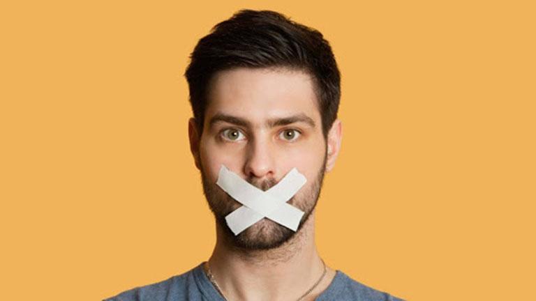 Người bệnh có thể bị hôi miệng và ngại giao tiếp