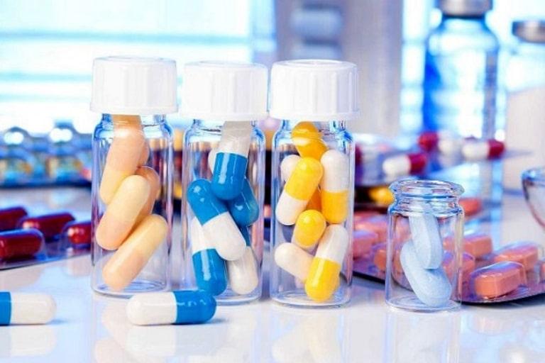Dùng thuốc Tây y chữa viêm họng là phương pháp được nhiều phụ huynh sử dụng