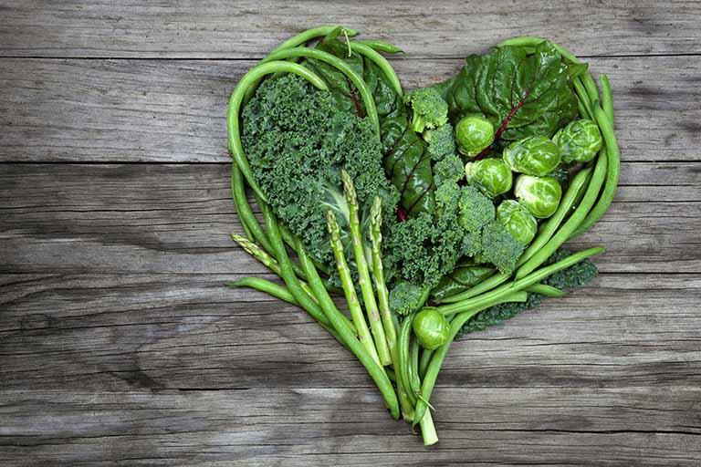 Người bệnh nên ăn nhiều rau xanh và trái cây