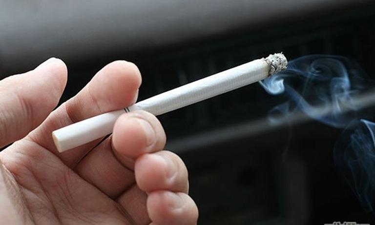 Dùng thuốc lá sẽ khiến canxi bị mất đi và không thể nuôi dưỡng xương khớp