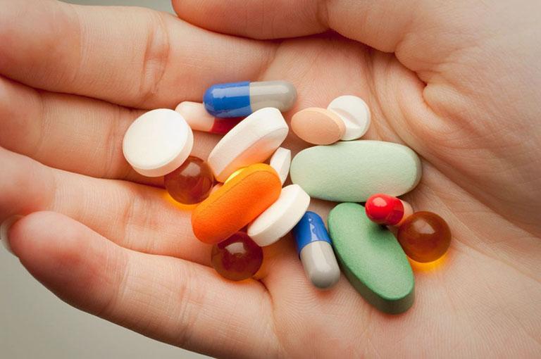 Thuốc Tây y là lựa chọn của nhiều người khi bị viêm họng trắng