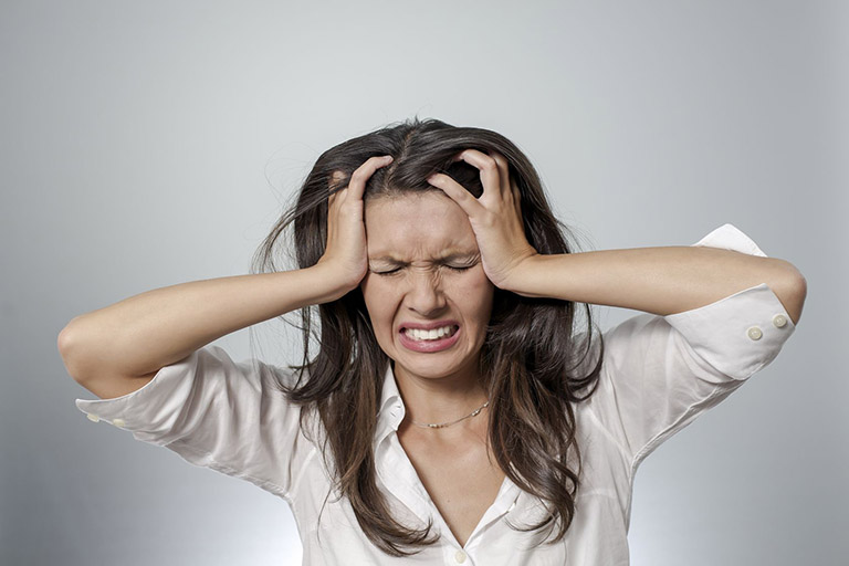 Stress kéo dài cũng khiến bộ não mệt mỏi và tác động đến hệ tiêu hóa, quá trình sản sinh axit bị ảnh hưởng