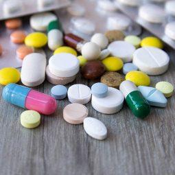 Một số loại thuốc Tây y nếu dùng quá nhiều cũng sẽ ảnh hưởng đến dạ dày