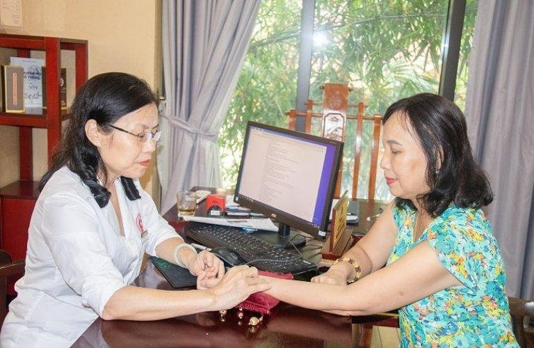 TS.BS Nguyễn Thị Vân Anh - Người có hơn 40 năm kinh nghiệm điều trị bệnh theo YHCT