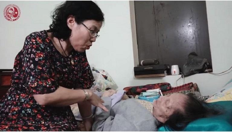 Cuộc gặp mặt của Bác sĩ Vân Anh và Mệ Dinh